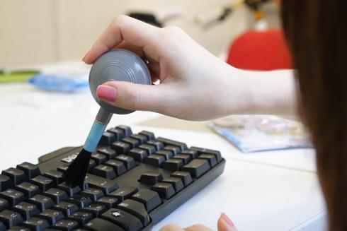 100円ショップの商品でキーボードの徹底掃除!パソコンは驚くほど汚かった!