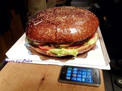 ラーメンからいちご大福まで!変わり種ハンバーガーが衝撃的すぎる!