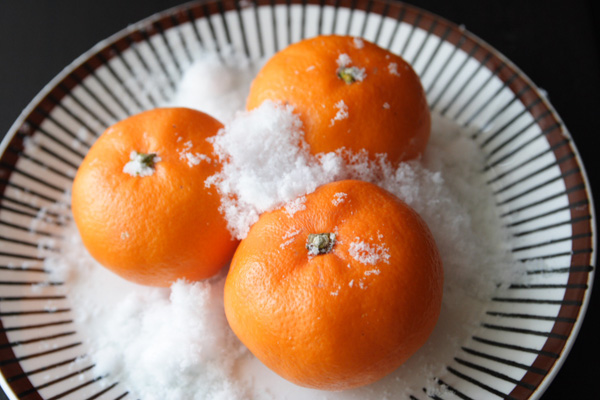 北海道の寒さを利用してシャリシャリの冷凍みかんを作ってみた。これはわや美味いべや!