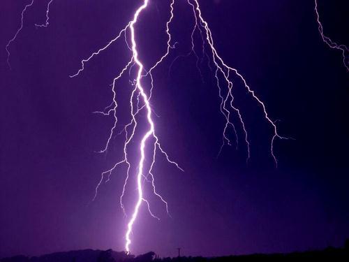落雷シーズン到来!カミナリや停電からパソコンのデータはこうやって守ろう!