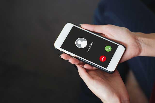 知らない電話番号からの不在着信|発信元を見極める方法