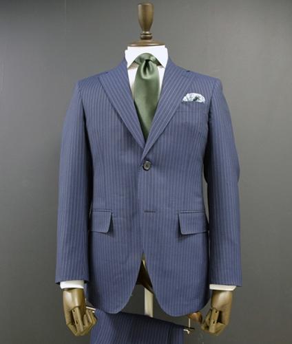今さら聞けない、スーツのボタンの正しい「はずし方」