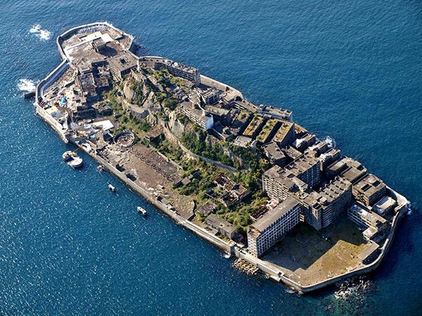 世界遺産登録された「軍艦島」ってどんな島?ストリートビューなら禁止エリアまで堪能できる!