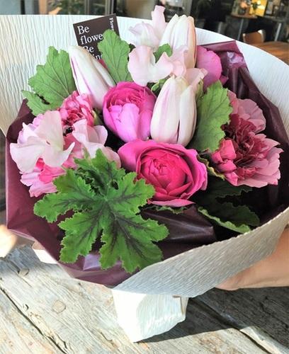 フラワーバレンタイン!2月14日は男性から女性にお花を贈る日なのだ!