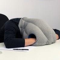 オフィスでの仮眠どうする?最高に気持ちいい机での寝方