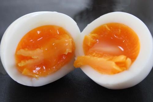 「ゆで卵の殻むきが簡単にできる方法」というのはホントに簡単にむけるのか?3つの方法を検証してみた