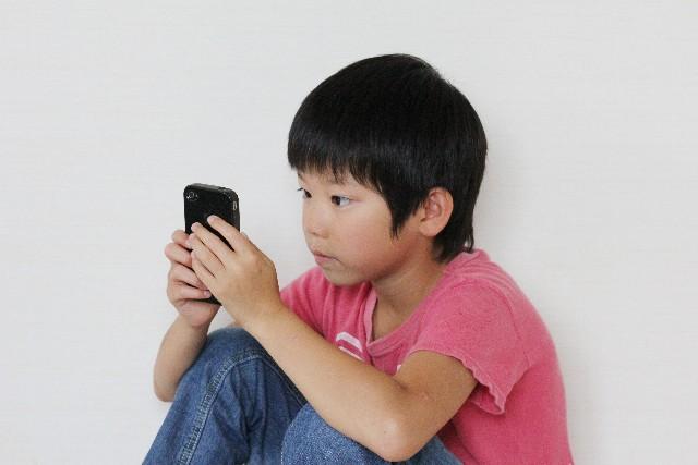 ゲーム端末に!子どもにスマホを与える賢い方法