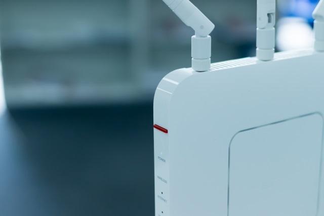 無線と有線どっちが速い?無線LANルータの選び方と知っておきたい豆知識