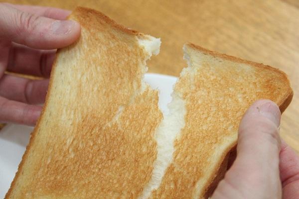 高価なトースターがなくても、おいしいトーストが焼ける方法があった!