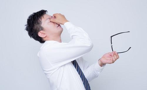 スマホを目にやさしい設定に変えよう!おすすめの疲れ目対策