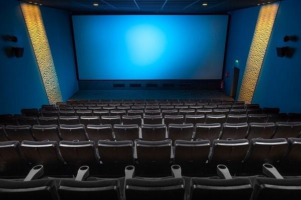 映画館でお得に映画を見る方法。夏の話題作はやはり大画面で!