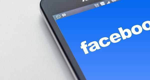 Facebookのストーリーズで、誕生日にはメッセージを送ろう。