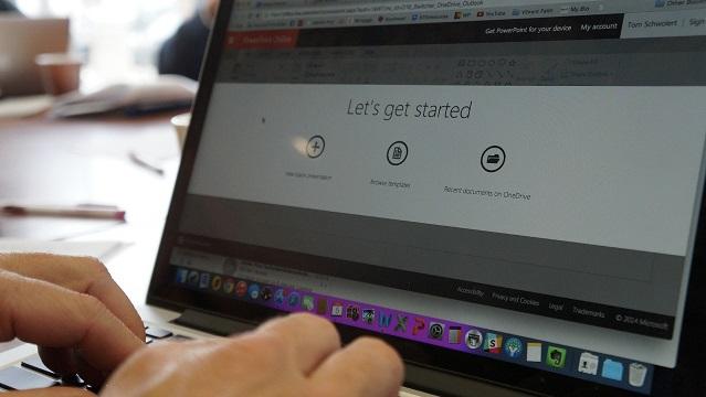 ウェブミーティング中のパソコン画面