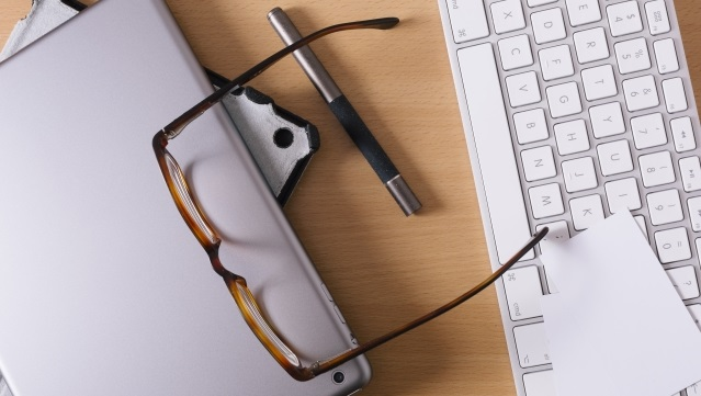 パソコンとブルーライトカット眼鏡