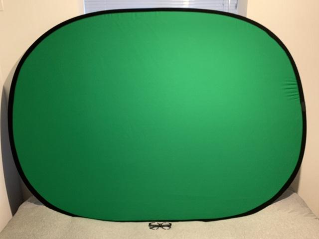 「グリーンスクリーン」でオンライン会議の背景をよりきれいに!