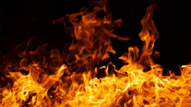 「炎上」って「バズる」とはどこが違う?なぜ起こるの?