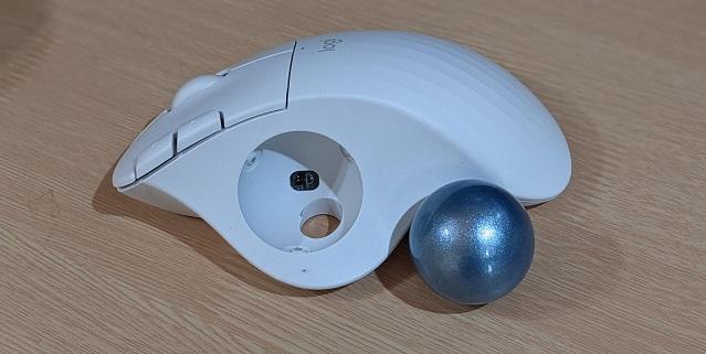 トラックボールを1か月使ってみた マウスにはないメリットとは